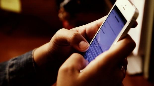 تاثیر گوشی موبایل بر روابط خانوادگی