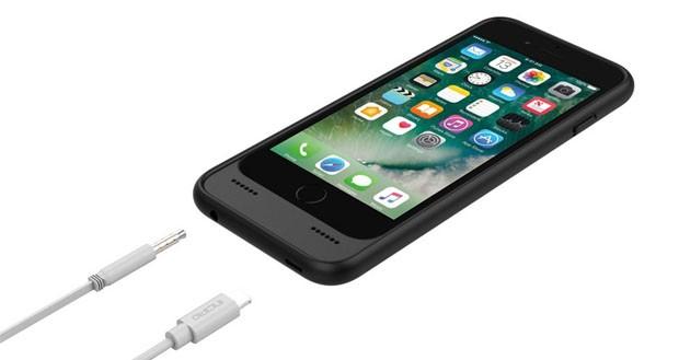 کیس OX به عنوان یک باتری پشتیبان برای آیفون 7 عمل میکند