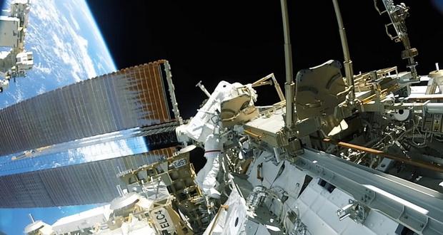 تعویض باتری های ایستگاه فضایی