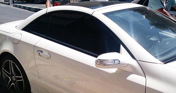 شیشه دودی خودرو