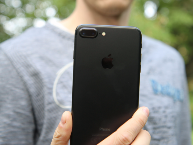 ۱۲ شایعهی مهمی که دربارهی آیفون بعدی اپل به گوشی میرسد
