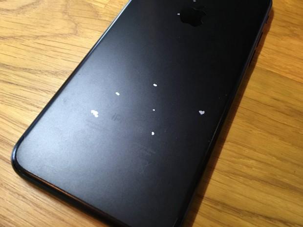 بعضی از گوشی های آیفون 7 مشکی مات دارای مشکل ریختگی رنگ هستند