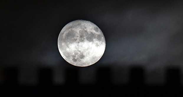 فرار اکسیژن ها به ماه ؛ تنفس مصنوعی زمین به قمر خود
