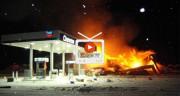 تماشا کنید: ویدیوهای دلهرهآور از آتش سوزی و انفجار در پمپ بنزین +16