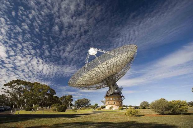CSIRO_ScienceImage_7247_The_Radio_Telescope_at_Parkes