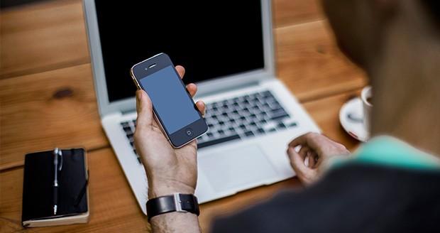 قدرتگیری یک لپ تاپ از گوشی هوشمند