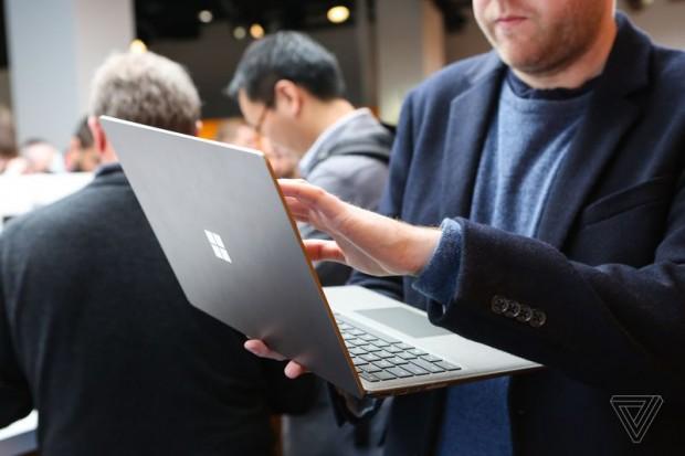 سرفیس لپ تاپ