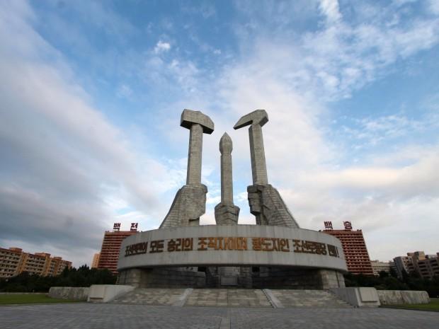 تصاویری جالب و عجیب از بناهای عظیم کره شمالی -بنای یادبود حزب کارگر