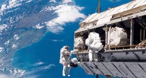 پرواز یوفو در نزدیکی ایستگاه فضایی بین المللی