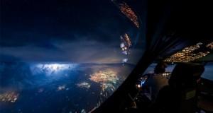 مجموعهای چشمنواز از مناظر شگفتانگیز قابلمشاهده از داخل کابین خلبان یک بوئینگ 747