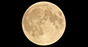زوم روی ماه