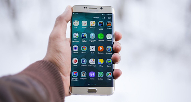 ترجیح میدهید صفحه نمایش گوشی شما تخت باشد یا خمیده؟ (نظرسنجی)
