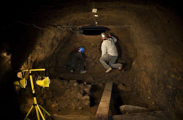 تونل های مخفی زیر هرم ماه