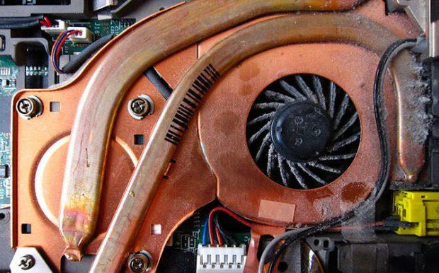 تمیزکاری سخت افزار لپ تاپ برای کاهش صدای فن لپ تاپ
