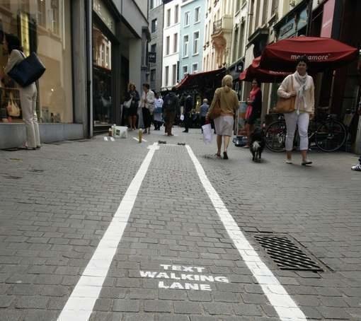 استفاده از گوشی های هوشمند در پیاده روی