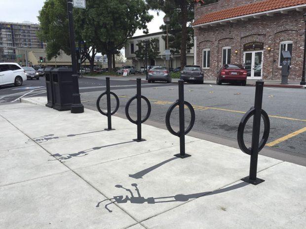 نقاشی سایه های ساختگی بر روی خیابانهای کالیفرنیا و سردرگمی مردم!