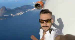داستان دست به دست شدن سلفی های خطرناک یک خلبان با هواپیما در آسمان
