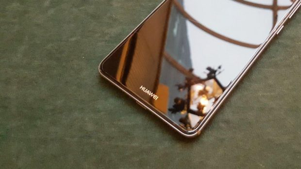 قیمت گوشی میت 10 پرو از آیفون ایکس نیز بالاتر است! (شایعه)