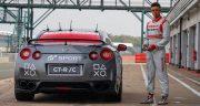 راندن خودرو نیسان GT-R در پیست واقعی با استفاده از دسته پلی استیشن 4 + ویدیو