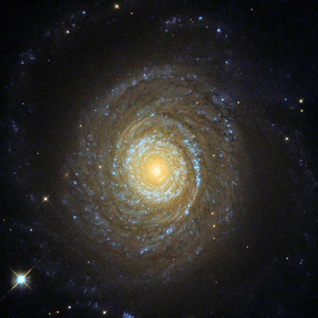 تلسکوپ فضایی هابل تصویر زیبایی را از کهکشان NGC 6753 به ثبت رساند