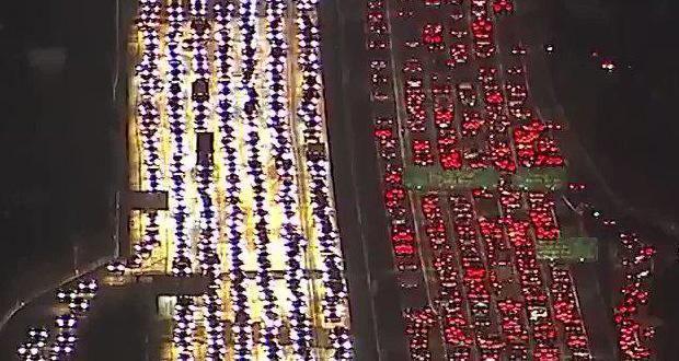 تصویری از ترافیک لس آنجلس که پروژه خودروی پرنده اوبر را توجیهپذیر میکند