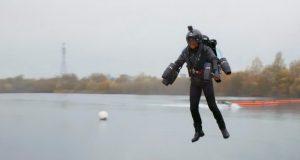 رکورد سریع ترین پرواز با لباس جت