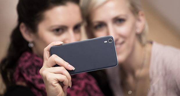 معرفی 10 گوشی با بهترین دوربین سلفی در سال 2017