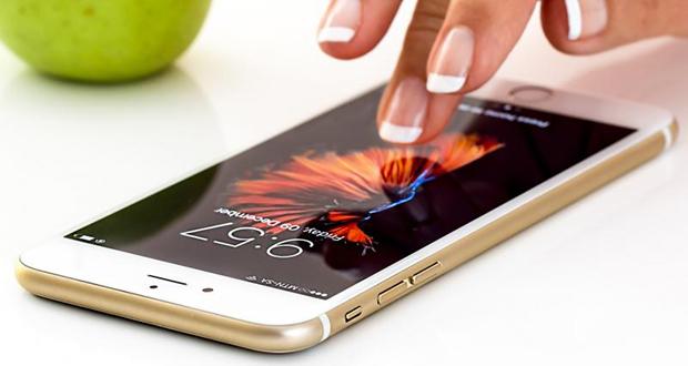 مهمترین ویژگی نمایشگر گوشی های هوشمند چیست (نتایج نظرسنجی گجت نیوز)