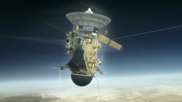 کشف عجیب فضاپیمای کاسینی در میان سایههای سیاره زحل
