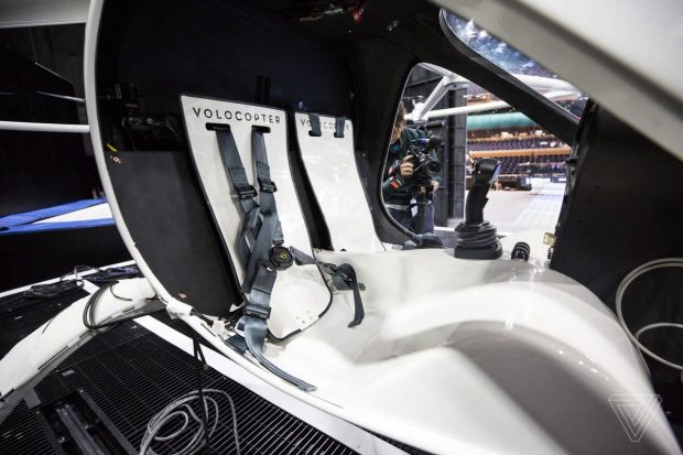 پرواز تاکسی هوایی ولوکوپتر برای اولین بار در آسمان آمریکا + ویدیو