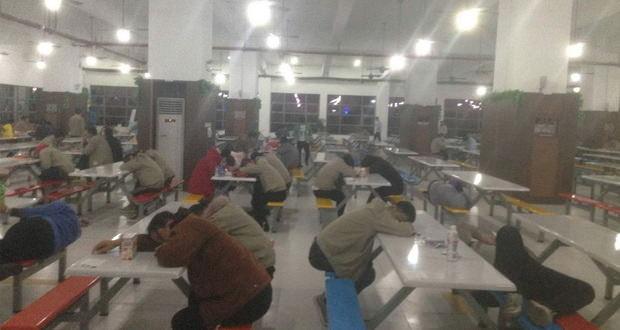 کارگران کارخانه اپل در چین از وضعیت نامطلوب کاری خود شکایت دارند
