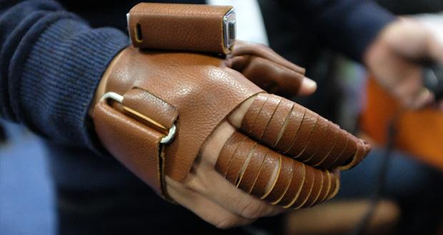 دستکش رباتیک NeoMano
