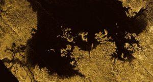 سطح آب های قمر تایتان سیاره زحل، این ماه را بیشتر به زمین شبیه میکند