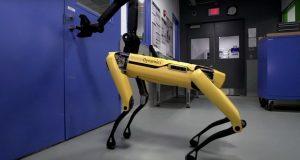 سگ رباتیک بوستون داینامیکس در را برای دوستانش باز میکند + ویدیو