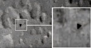 ستاره شناسان از رصد نوعی یوفو مثلثی شکل روی ماه خبر دادند!