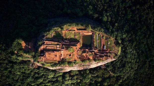 با قلعه سنگی سیگیریا (Sigiriya)، هشتیم مورد از عجایب هفتگانه آشنا شوید!