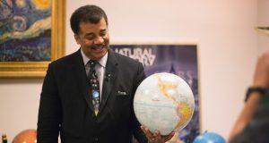 اثبات گرد بودن زمین از زبان فیزیکدان نابغه، نیل دگراس تایسون + ویدیو
