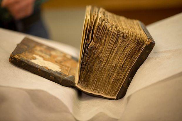 نوشته های نامرئی یک کتاب مذهبی به کمک اشعه ایکس رمزگشایی میشوند!