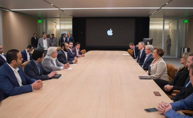 شاهزاده عربستان سعودی از ساختمان 5 میلیارد دلاری اپل پارک بازدید کرد