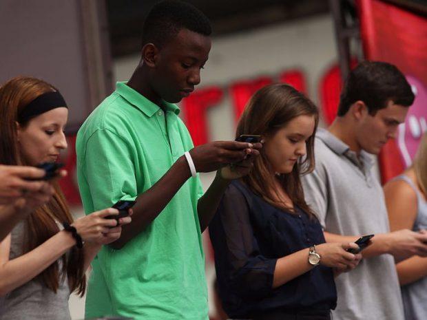 آسیب های تلفن همراه - چک کردن موبایل