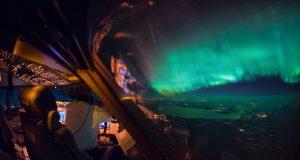 تصاویر هوایی زیبا و خیرهکنندهای از کابین خلبان یک بوئینگ 747