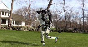 ربات اطلس بوستون داینامیکس شما را در جنگلها تعقیب میکند!