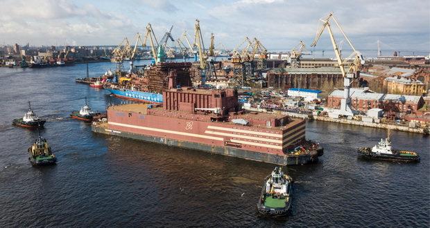 نیروگاه هسته ای شناور روسیه با موفقیت به آب انداخته شد!