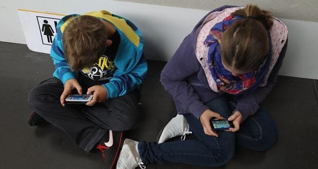 استفاده از گوشی در مدرسه