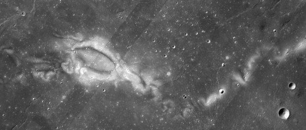 نقش و نگار سطح ماه
