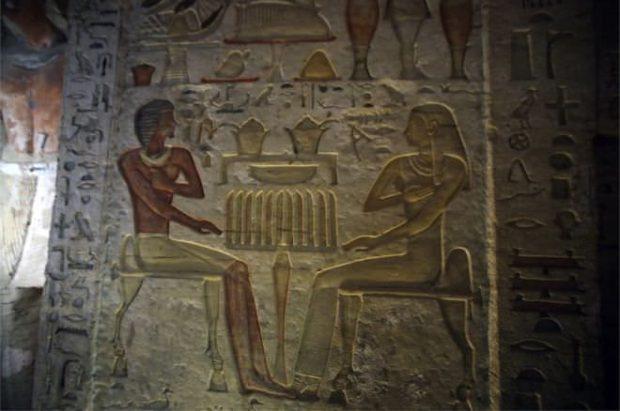 پایگاه خبری آرمان اقتصادی Egypt-10-620x411 کشف مقبره  جدید کاهن دربار فرعون با 55 مجسمه در مصر + عکس