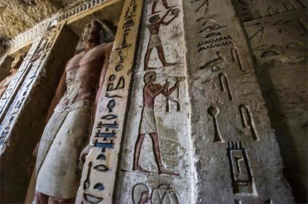 پایگاه خبری آرمان اقتصادی Egypt-2-620x411 کشف مقبره  جدید کاهن دربار فرعون با 55 مجسمه در مصر + عکس