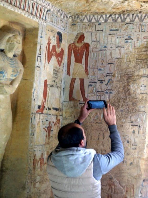 پایگاه خبری آرمان اقتصادی Egypt-8-620x831 کشف مقبره  جدید کاهن دربار فرعون با 55 مجسمه در مصر + عکس