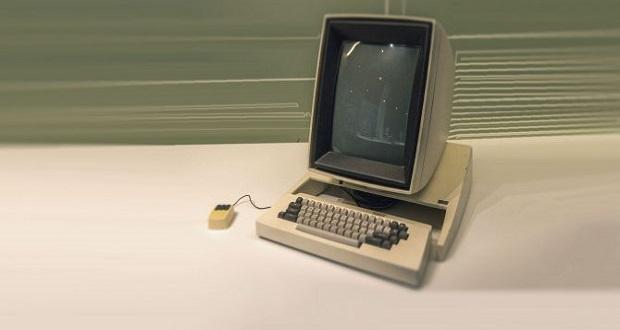 اولین کامپیوتر جهان را چه کسی و در چه زمانی اختراع کرد؟