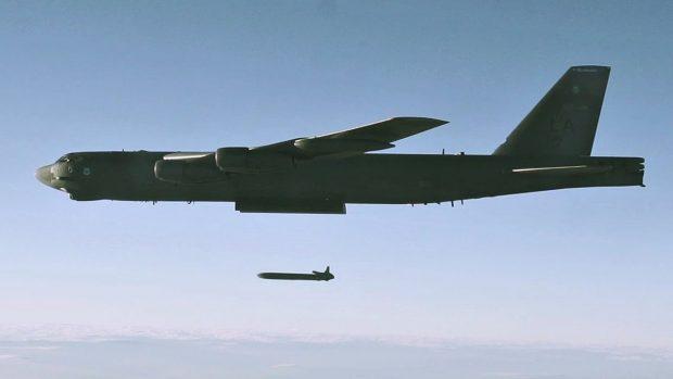 بی-52 در برابر اس-400